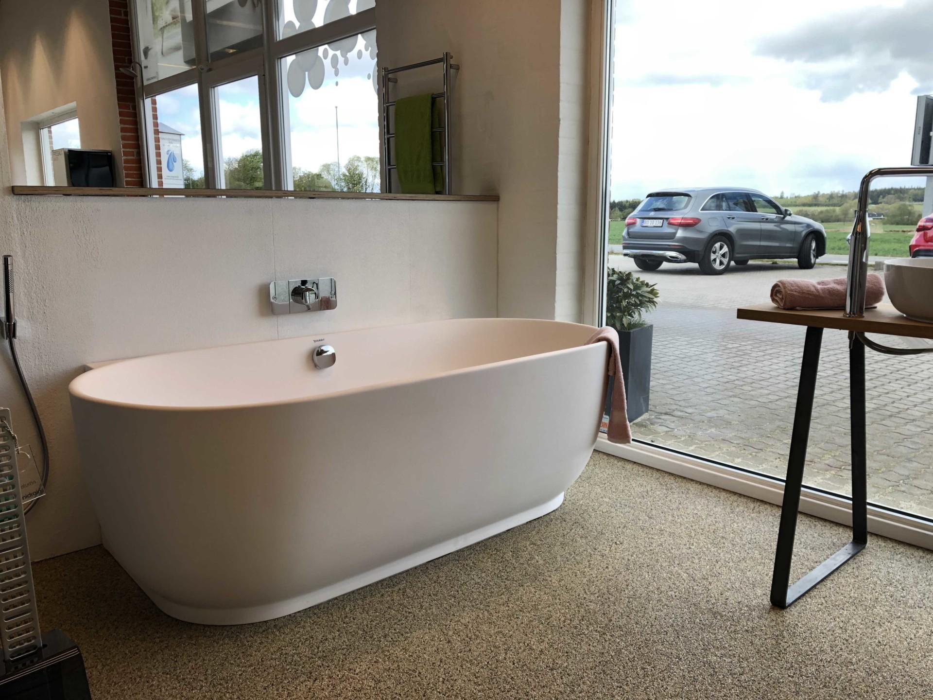 Vangvedvængets VVS badekar udstilling showroom badeværelse