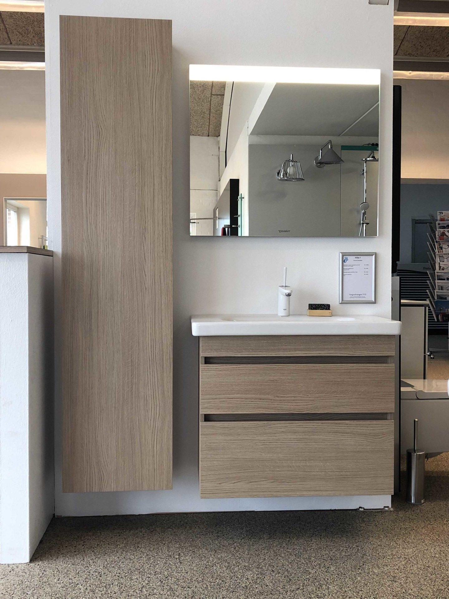 Vangvedvængets VVS møbelsæt vask vaskeskab højskab armaturudstilling showroom badeværelse
